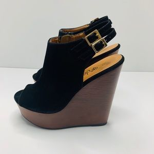 Deb's size 8 1/2 black wedges